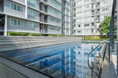 1BR FREE Transfer, Wifi, Pool,Gym 10mins to BKK AP - Leilighet