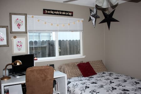 Comfy room for two! Low-key hosts - Citrus Heights - Haus
