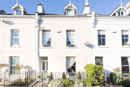 Pretty house 15 min from racecourse