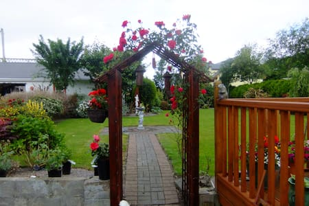 Family-Friendly, Warm and Welcoming - Bed & Breakfast