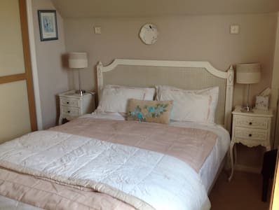 One of our two guest bedrooms - House