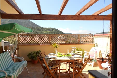 Raffinato appartamento con terrazza panoramica - Teulada - Wohnung