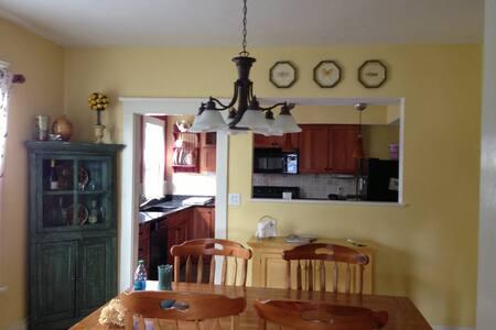 4 Bedroom House - Green Lake - House