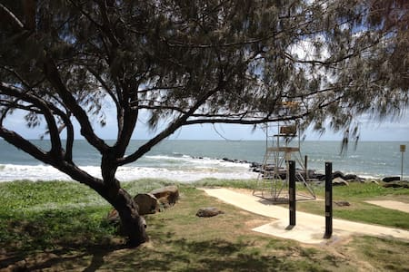 Tranquil Therapies Beach Cabin Pet Friendly - Burnett Heads