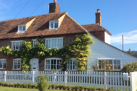 Brabourne cottage c1720 - East Brabourne - House
