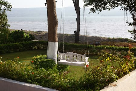Little Paradise, beachfront deluxe wooden cottage - Villa