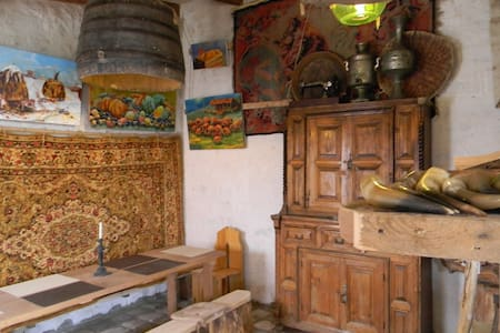 Artist's cellar in Telavi - Bed & Breakfast