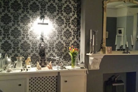 Sunny ensuite room with parking. - Hove - Apartment