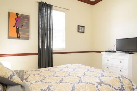 Private room in doral - Doral - Casa