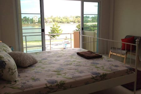 ComfortableRoom+LakeView,Airport 1 km+Kitchen+Wifi - Apartament