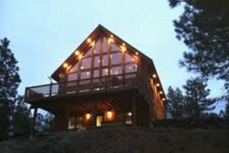 Rustic Country Lodge Getaway... - Cheney - Stuga
