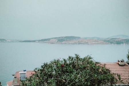 Yenifoça, Donatkent sitesinde bahçeli villa - Vila