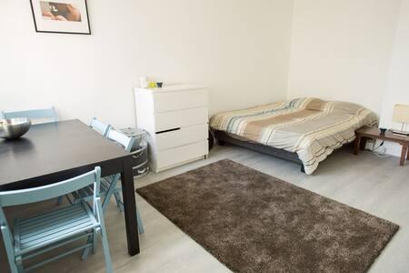 Bright & comfortable flat by Gambetta - Apartment