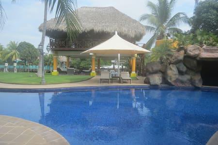 Amazing Vacation Mansion - Puerto Quetzal - Ház