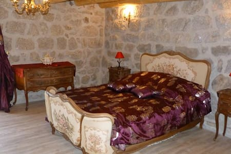 Au Repos d'Antan - grezes - Bed & Breakfast