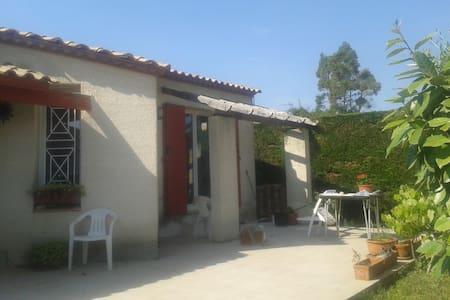 petite maison dans petit village - Valergues
