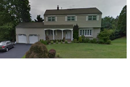 Single Family Suburban Home - Ház