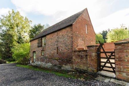 Historic barn with hot tub - Twyning - Overig