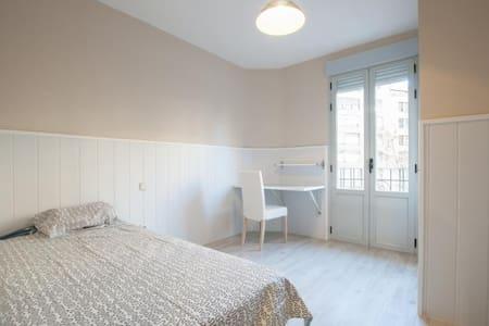 4 bedroom apart renewed, in fantastic neighborhood - Madrid - Appartement
