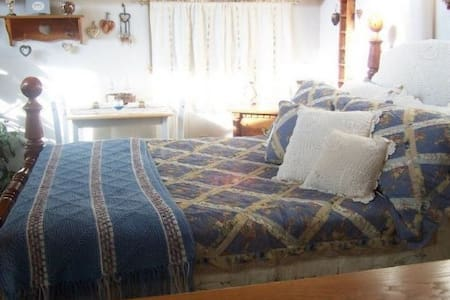 Bridal Suite (upstairs room) - Hill City - Bed & Breakfast