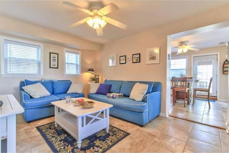 2 Floor Condo, 3rd from the Ocean - Daire