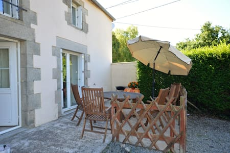 Spacious Cottage Close to the Chateau de Josselin - Saint-Malo-des-Trois-Fontaines - House