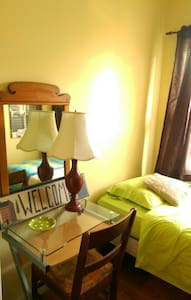 Bright Cozy Private Bdrm - Bayonne