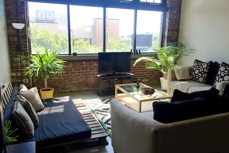 Beautiful Downtown Artist Loft - Loftlakás