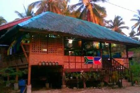 Klub Safari Resto-Inn...more fun in Philippines! - Bed & Breakfast