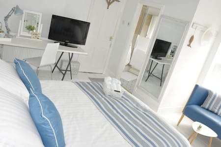 En-suite bedroom, TV, Tea/Coffee making facilities - Mansfield - Casa