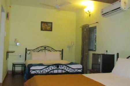 Deluxe AC room with Two King Size Beds - Baga - Bungalow