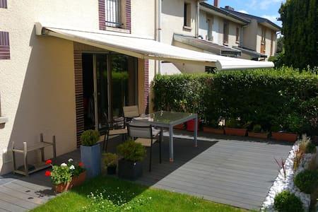 Chambre calme dans une maison individuelle Villers - Oda + Kahvaltı