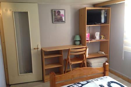 Chambre en facade - Pontfaverger-Moronvilliers - Guesthouse
