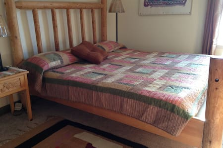 Central Oregon Farmstay - Rodeo Room - Redmond - House