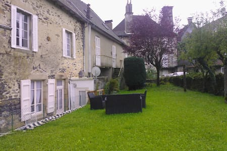 Calme spacieux au centre du village - Maison de ville