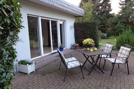nice garden flat in meerbusch - Pensió