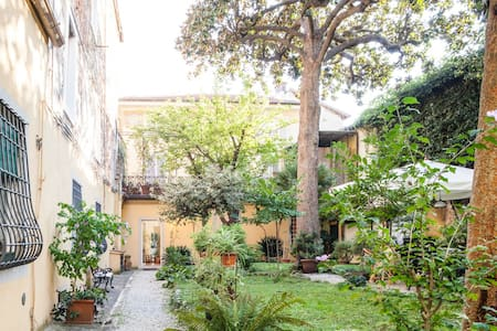 Armony House and Garden Double Room Garden inside - Lucca - Apartment
