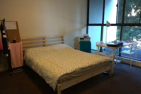 Comfortable master bedroom at Emerald Park Zetland - Zetland - Apartment
