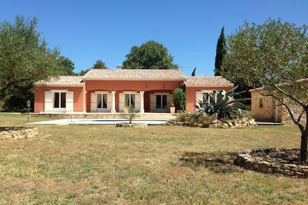 Belle maison provençale près d'Uzès - Arpaillargues-et-Aureillac - Huis