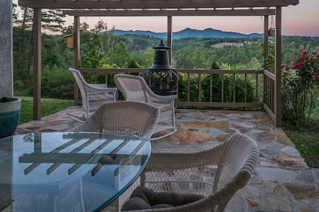 NEW!  Epic Mountain VIEWS! - Entire Floor