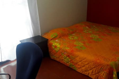 Private Bedroom, great location & awesome hosts! - Medellín - House