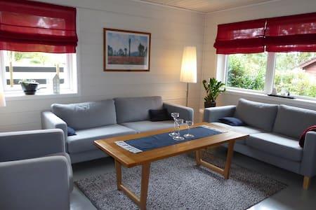 Koslig leilighet i Leirvik sentrum - Lejlighed