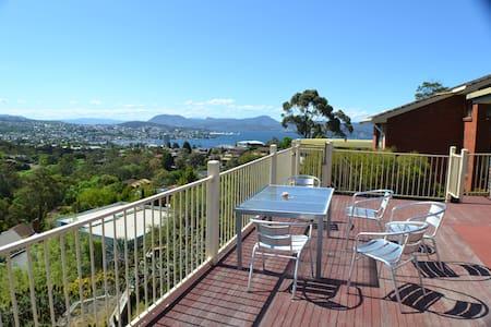 beautiful big & sunny 3 bedroom house - Sandy Bay