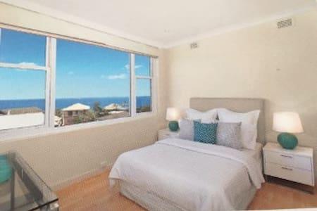 Panoramic ocean views in wonderful Bronte - Bronte - Lägenhet