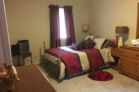 Private Room & Bathroom - Saginaw