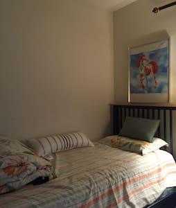 A clean, big room with sunshine - Αρχοντικό