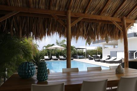 Luxe 4p. appartement met prive terras en zwembad - Jan Thiel