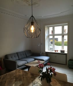 Cozy central CPH apartment close to Metro station - Frederiksberg - Apartment