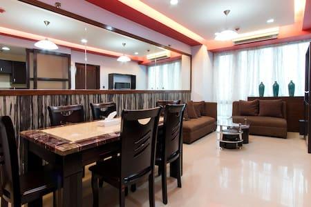 Cozy Serviced Condo Best Location Eastwood - Appartement en résidence