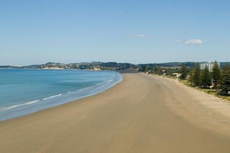 Escape to a Coastal Paradise - Orewa
